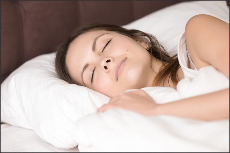 『寝ると肌が綺麗になる』は間違い?本当に大事なのは『深い睡眠』だった